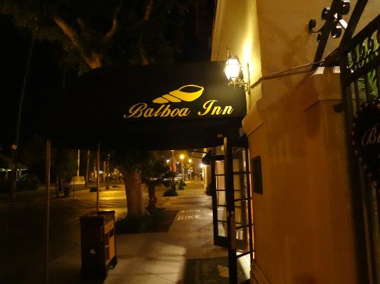 Balboa Inn: Night walking