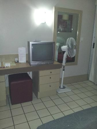 Mercure Nadi: Old TV