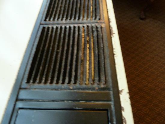 ‪‪Capital Hill Hotel & Suites‬: Dirty Air Conditioning Vents - Capital Hill Hotel & Suites, Ottawa, Ontario