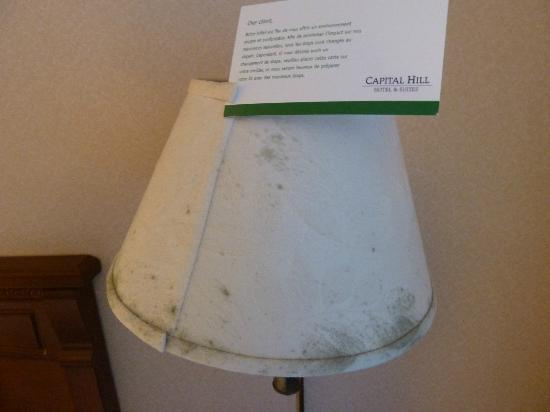 ‪‪Capital Hill Hotel & Suites‬: Mouldy Lampshades - Capital Hill Hotel & Suites, Ottawa, Ontario