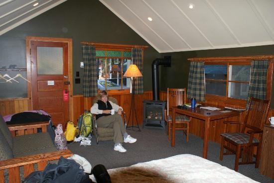 One bedroom picture of johnston canyon resort banff for Johnston canyon cabins