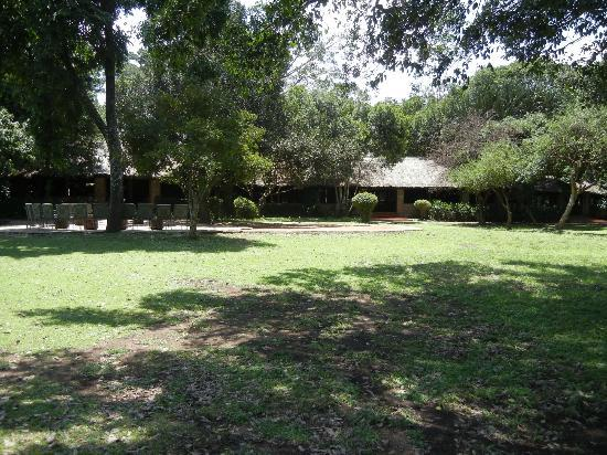 andBeyond Kichwa Tembo Tented Camp: view of the restaurant and bar area from the pool