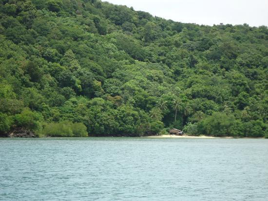 SweetDreamers Charters - Private Day Trips: One of many beaches around Chayong Bay