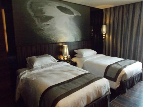 kota kinabalu singles Strategically located in kota kinabalu city welcome to hotel deleeton, kota kinabalu, sabah deleeton's opened since 1996 and features 70 guest rooms, range from single room for solo traveller to family room for small family.