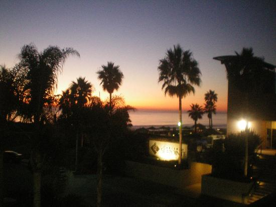 Carlsbad Seapointe Resort: Sunset view from our room
