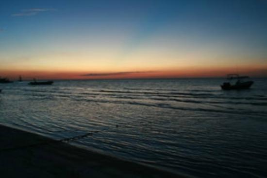 Holbox Hotel Casa las Tortugas - Petit Beach Hotel & Spa: sunset on the beach