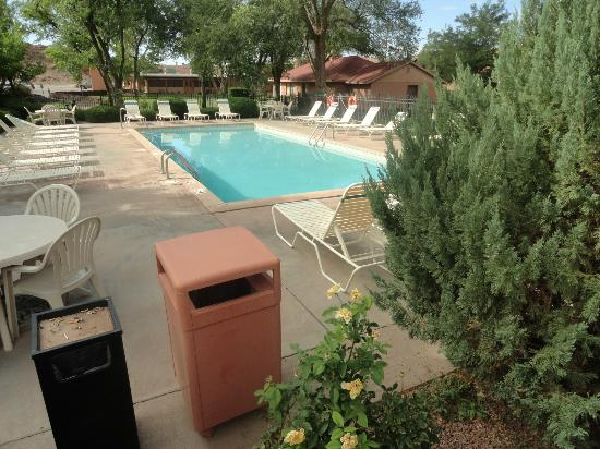 Holiday Inn Canyon de Chelly: La piscine