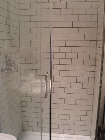 Kennington B &amp; B: Shower room (1st floor)