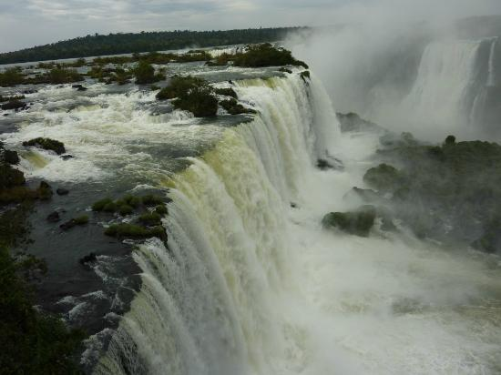 Belmond Hotel das Cataratas: Brazilian side of the falls (check out the swifts!)