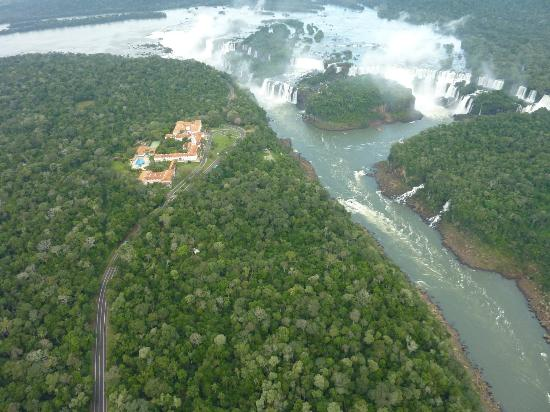 Hotel das Cataratas by Orient-Express: Falls and hotel from helicopter
