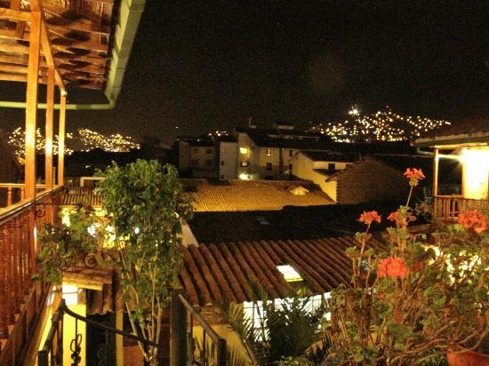 Amaru Hostal: Night time views