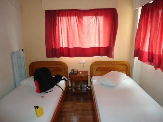 Pella-Inn Hotel: Shared bedroom for women (room 44)