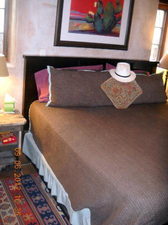Adobe Abode Bed and Breakfast Inn: Comfort and pillows