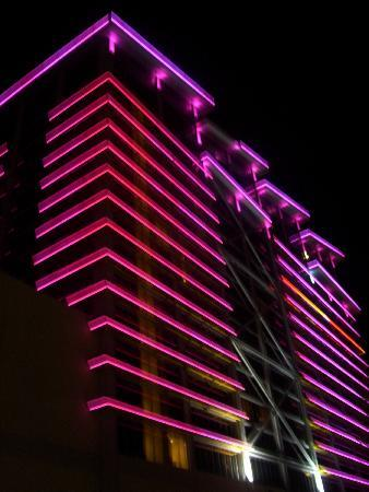 Eastside Cannery Casino & Hotel: view from the outside at night