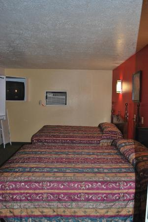 Coronada Inn and Suites: Bedroom, tucked back away from parking area. Was very quiet