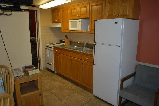 Coronada Inn and Suites: Kitchenette