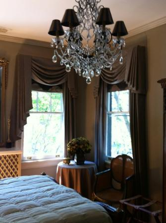 The Kensington Bed And Breakfast: French Room of the Kensington B&B in Richmond VA USA