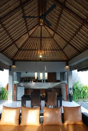 Villa Jerami &amp; Spa: private outdoor living dining kitchen