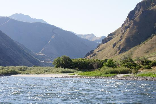 Victor and Dawna&#39;s Hells Canyon Resort: View of Hells Canyon