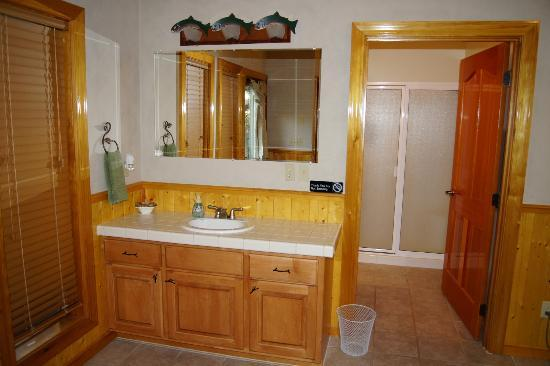 Victor and Dawna&#39;s Hells Canyon Resort: Room Bathroom hand basin sink in room