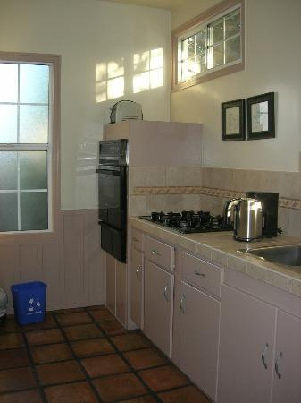 Cheshire Cat Inn: Kitchen - Bramhall Cottage