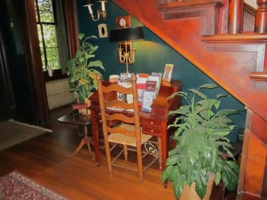 Faunbrook Bed & Breakfast: Nook with Travel Info