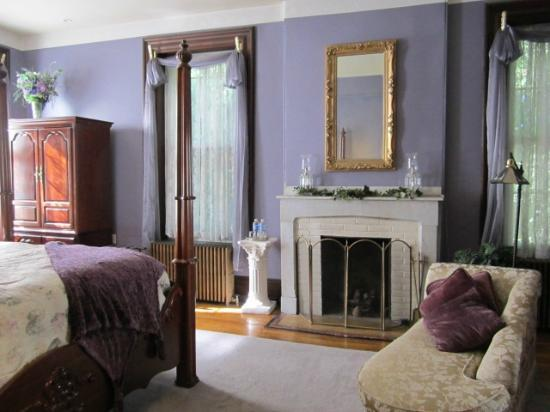 Faunbrook Bed & Breakfast: The Darlington Room