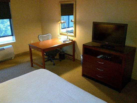 Hilton Garden Inn Portland Beaverton: Nice desk and chair.