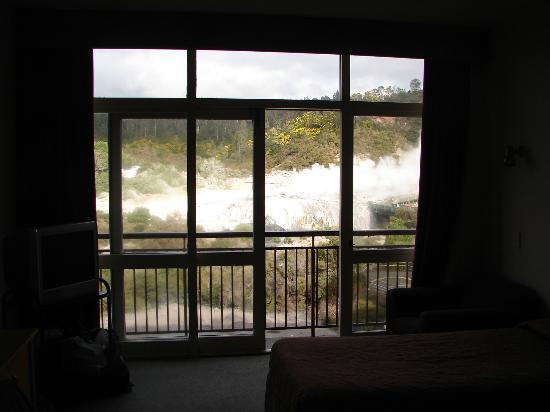 SilverOaks Hotel Geyserland: From inside the room looking out to the geysers