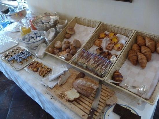 Romantik Hotel Florhof: Breakfast buffet