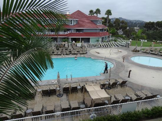 Laguna Cliffs Marriott Resort and Spa: Swimming Pool and View from Room