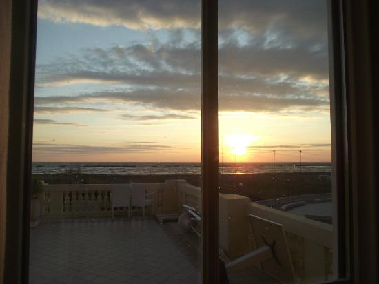 Grand Hotel Cesenatico: Vista dalla camera all'alba!