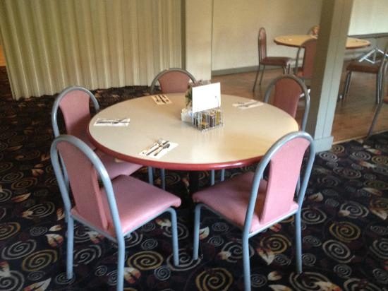 Travelodge Victoria: Table in restaurant