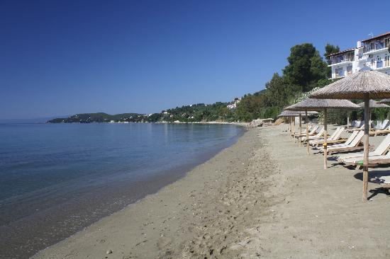 Angeliki Beach Hotel: Megali Ammos beach in front of the hotel