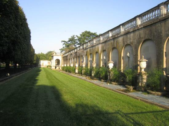 Italianate architecture by the main garden fountains Bed and breakfast near longwood gardens