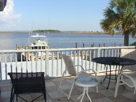 Apalachicola River Inn: Huge deck!
