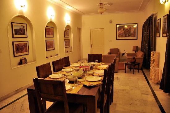 Pratap Bhawan: Dining area and lounge