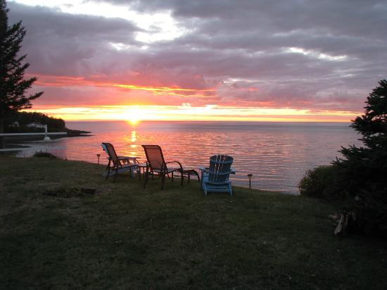 Leisure Lee by the Bay: sunset view from the cottage