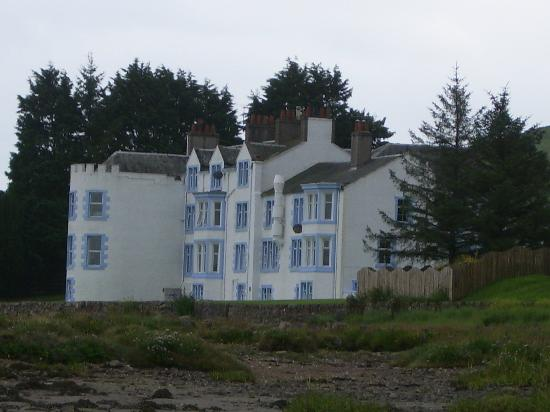 Auchencairn, UK: Hotel in its coastal setting