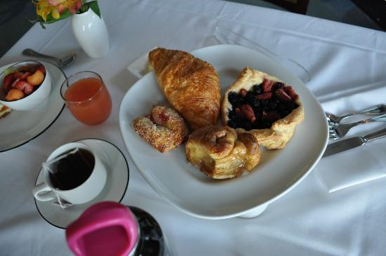 Whale Cove Inn: Pastries so light and fluffy and fresh and fruity - you'll just faint.