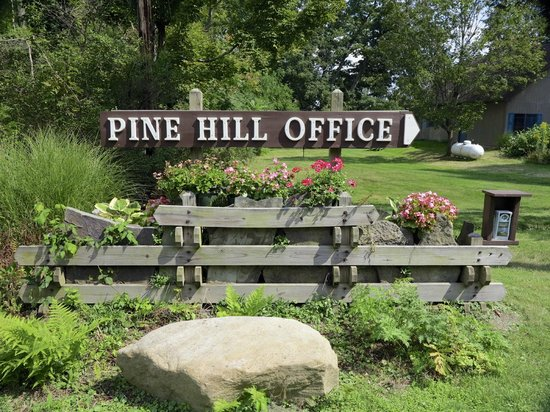 Pine Hill Resort: Entrance