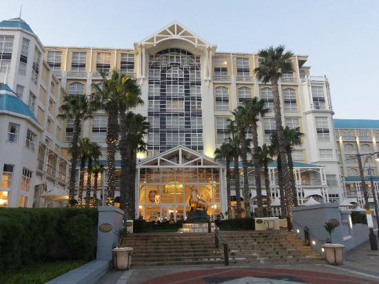 Rear hotel entrance picture of the table bay hotel cape for Table bay hotel quay 6