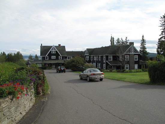 Inverary Resort: Main lodge of the Inverary