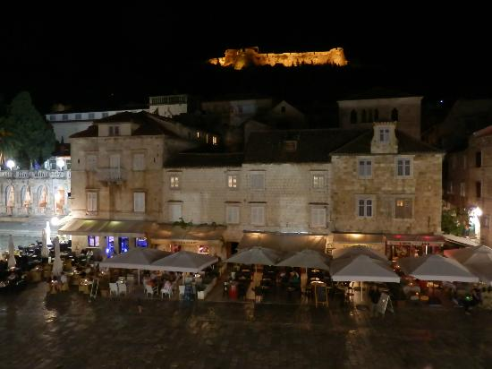 Hotel Adriana: Hvar town and castle above at night