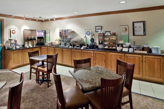 Country Inn & Suites Columbus : We serve a full breakfast every morning!