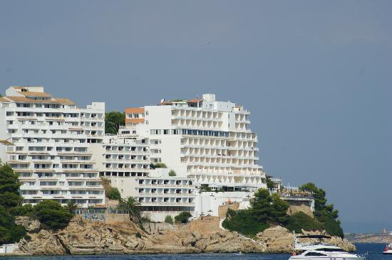 Hotel Florida: View of the hotel from the public beach