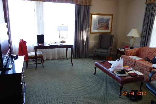 Embassy Suites Portland - Downtown: Sitting Area of our Suite