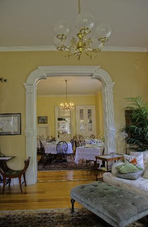 McCall House: Entrance to the dining room