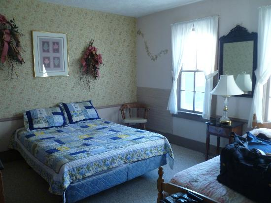Elkhorn Lodge and Guest Ranch: our room