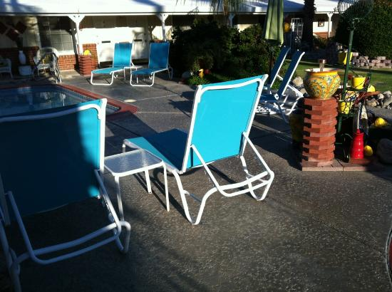 Alpine Gardens Hotel: New pool chaise lounges